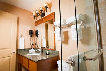 Guest bathroom at Geneva Ridge Resort.
