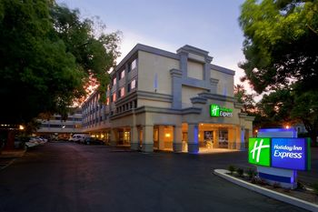 Exterior view of Holiday Inn Express Downtown Sacramento.