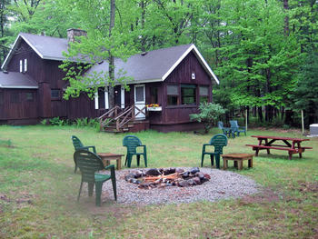 Cabin exterior at Northwoods Vacation Lodgings.