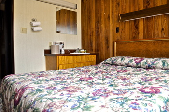 King guestroom at Sawtelle Mountain Resort.