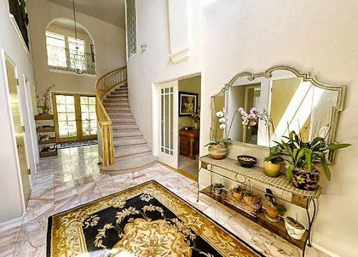 Foyer at Casa Lana Bed & Breakfast.