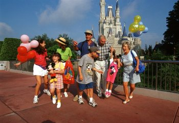 Family reunions at Disney Parks near Wyndham Lake Buena Vista Resort.
