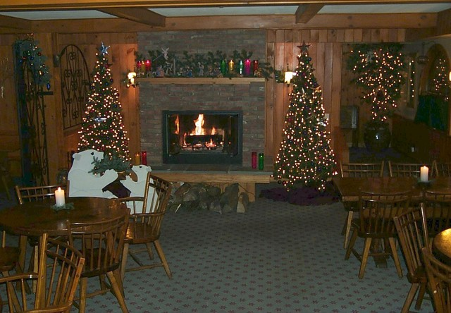 Breakfast room at Northern Lights Lodge.