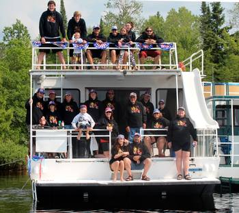 Family reunion at Rainy Lake Houseboats.