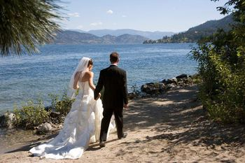 Wedding couple at Lake Okanagan Resort.