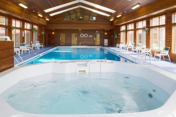 Indoor hot tub at Best Western White Mountain Inn.