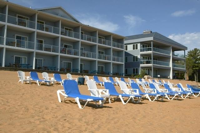 grand beach sugar beach resort hotel traverse city mi. Black Bedroom Furniture Sets. Home Design Ideas