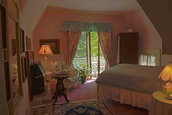 Guest bedroom at Eleven Gables Inn on the Lake.