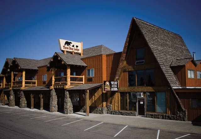 Three bear lodge west yellowstone mt resort reviews for Yellowstone hotel and cabins