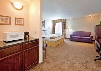 Deluxe room at Holiday Inn Express Osage Beach.