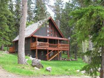 Alpine Retreat Cabin vacation rental at Deadwood Connections.