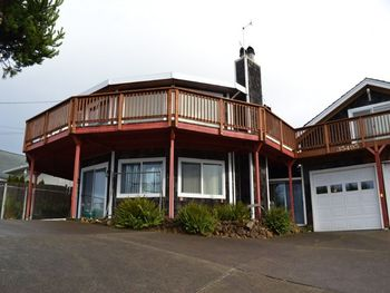 Vacation rental exterior at Oregon Beach Vacations.