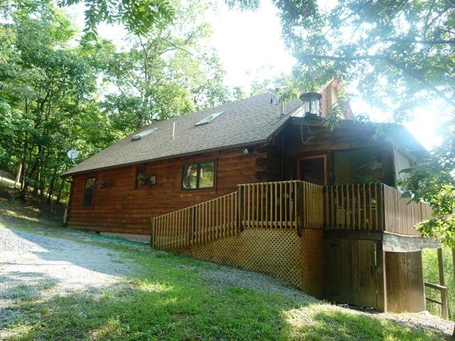 Luray vacation rentals cabin shenandoah lodge 2 for Log cabins in shenandoah valley