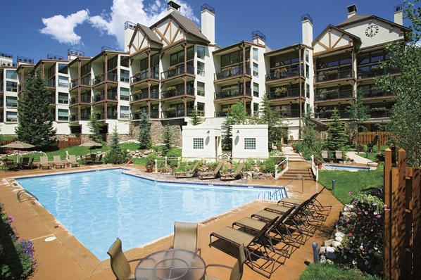 Exterior view of outdoor pool and resort at Montaneros in Vail.
