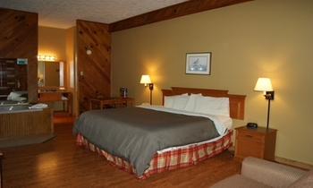 Honeymoon Suite at Timbers Lodge
