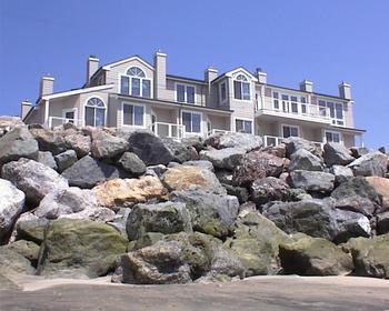 Exterior view of Landis Shores Oceanfront Inn.