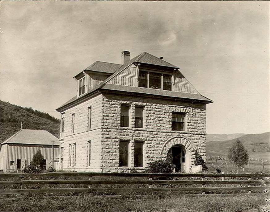 The Crawford House near Trailhead Lodge.