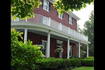 Exterior view of Highland Farm B & B Inn.
