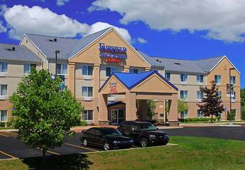 Exterior view of Fairfield Inn Traverse City.