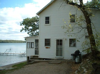 Cottage exterior at Bonnie Beach Resort.