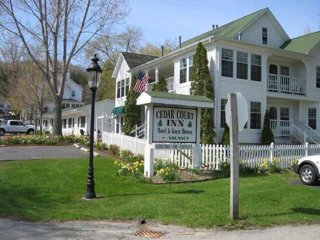 Cedar court inn fish creek wi resort reviews for Fish creek door county