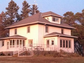 Exterior view of Aunt Betsy's Bed & Breakfast.