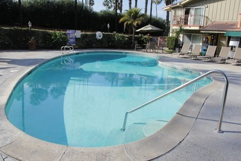 Outdoor pool at Vagabond Inn San Diego Mission Valley.