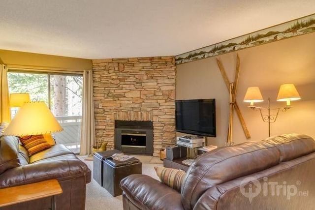Rental living room at iTrip - Breckenridge.