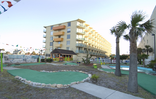 Mini golf at Fountain Beach Resort.