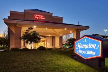 Exterior view of Hampton Inn and Suites Sacramento Airport Natomas.