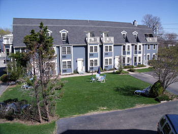 Exterior view of Seacastles Resort Inn & Suites.