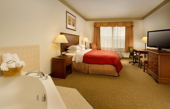 Whirlpool suite at Country Inn & Suites Chambersburg.