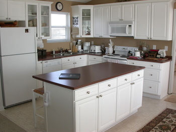 Rental kitchen at Island Real Estate. Inc.
