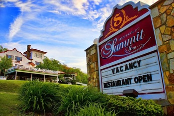 Exterior view of Summit Inn Resort.