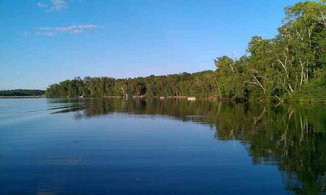 Houman 39 s resort danbury wi resort reviews for Wisconsin fishing resorts with boat rentals