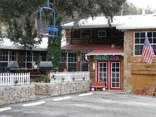 Sitzmark chalet inn ruidoso nm resort reviews for Cabin rentals near ski apache