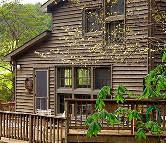 Lodge Exterior at Creekside Resort
