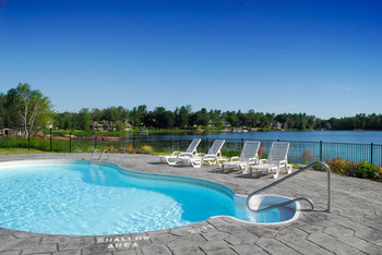 Outdoor pool at Bayview Wildwood Resort.