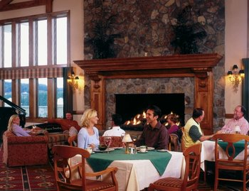 Dining at Jefferson Landing.