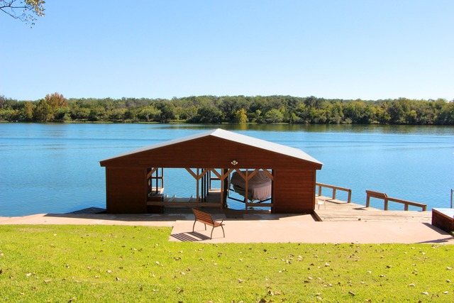 Front desk vacation rentals marble falls lake lbj tx for Falls lake cabin rentals