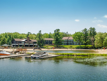 Exterior view of Split Rock Resort & Golf Club.