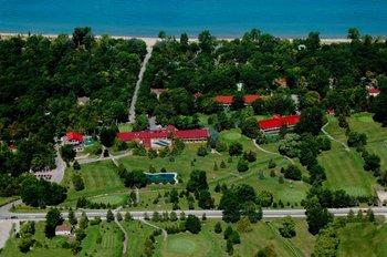 Aerial view of Oakwood Resort.