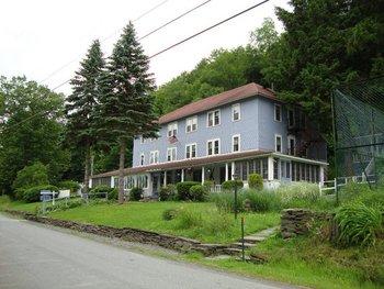 Exterior of The Inn at Starlight Lake
