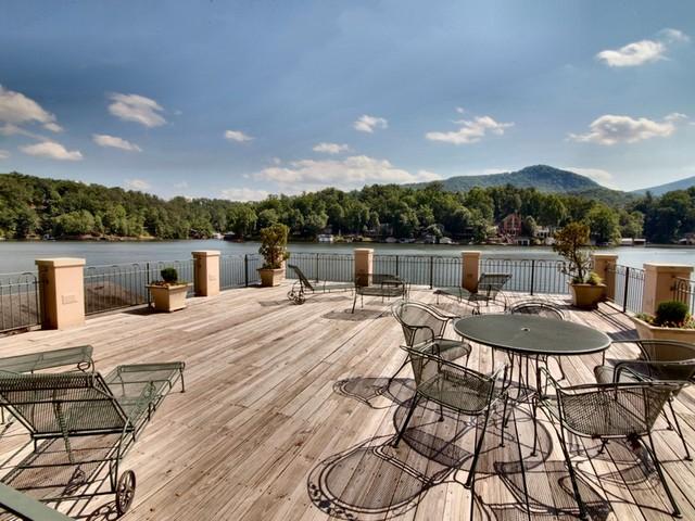 Lake country vacation rentals lake lure nc resort for Cabin lake north carolina