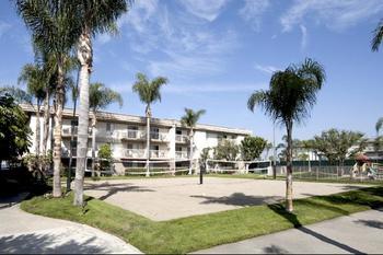 Exterior view of Oakwood Long Beach Marina.