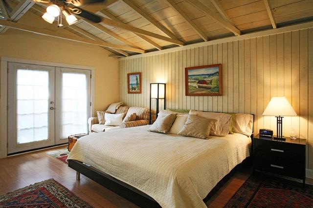 Guest bedroom at Camellia Inn.