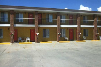 Exterior view from Color Country Motel.