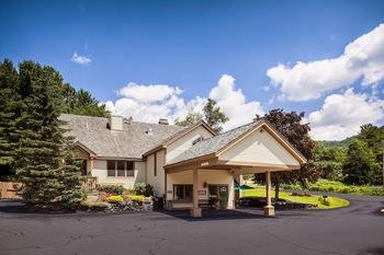 Exterior view of Best Western Inn & Suites Rutland/Killington.