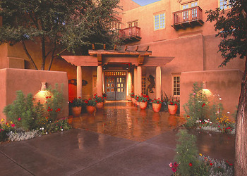 Beautiful exterior view of Hotel Santa Fe.