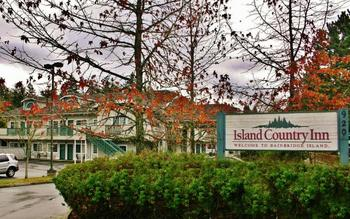Exterior view of Island Country Inn.